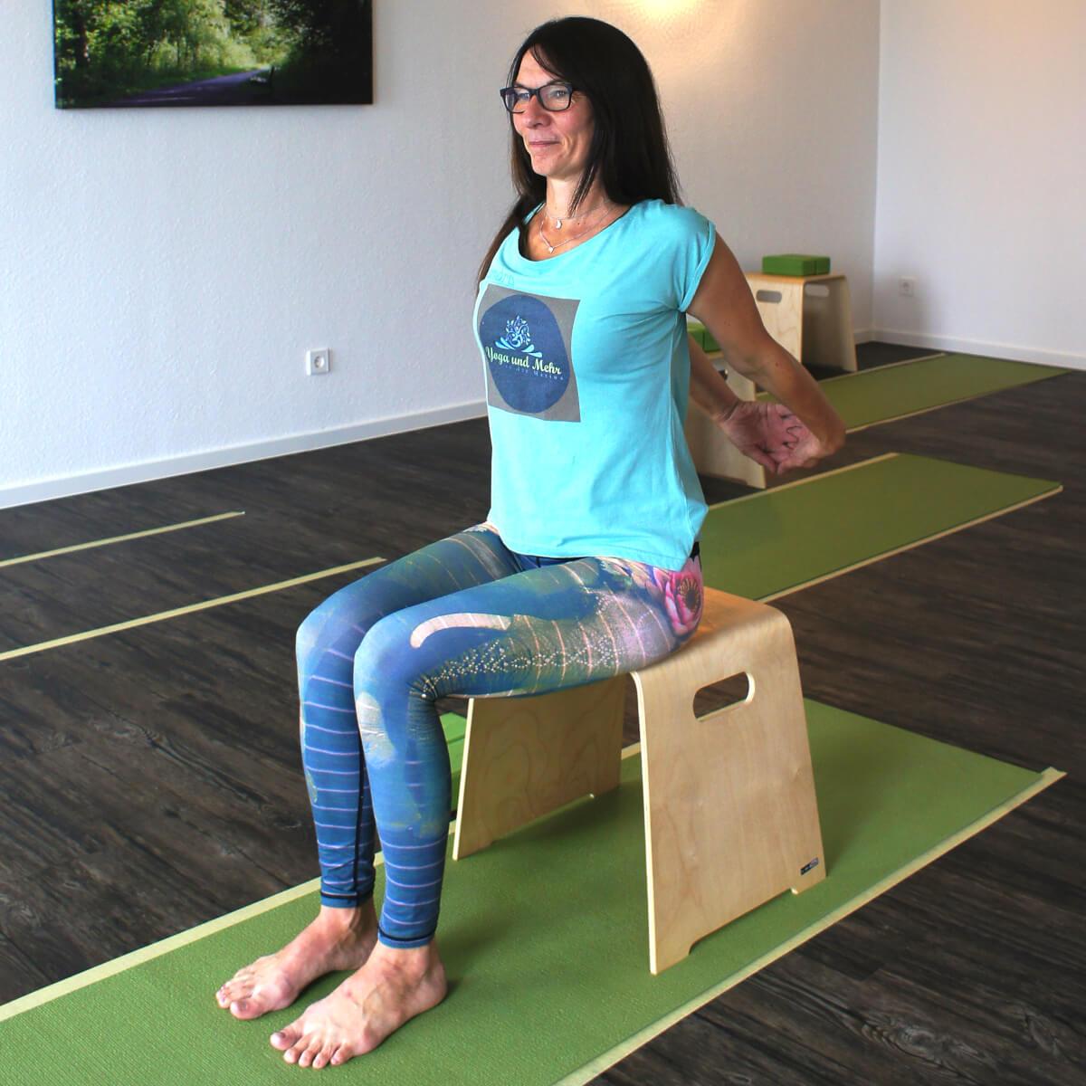 Yoga und mehr an der Marina in gelsenkirchen - Yoga auf dem Stuhl